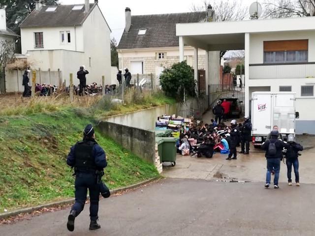 Vidéo de l'interpellation des lycéens de Mantes-la-Jolie : s'agit-il légalement d'une bavure policière ?
