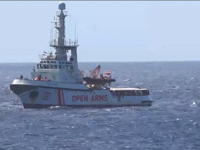 Madrid envoie un navire récupérer les migrants coincés sur l'Open Arms