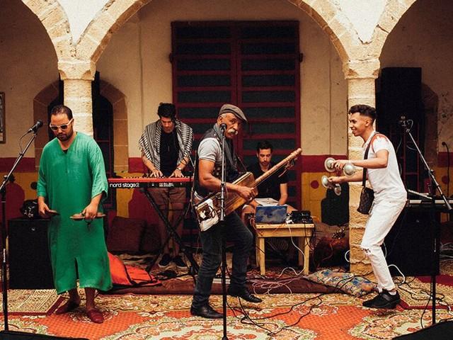 Parallells feat Maâlem Omar Hayat: Quand l'électro fusionne avec la musique gnaoua