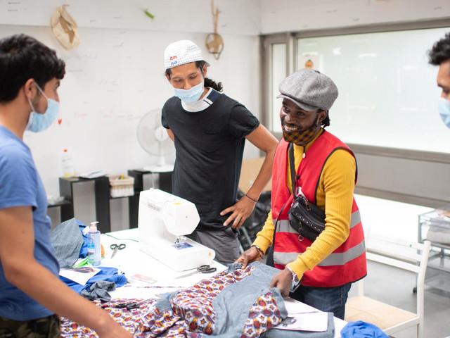 France : Jérôme Baku, le styliste congolais des migrants