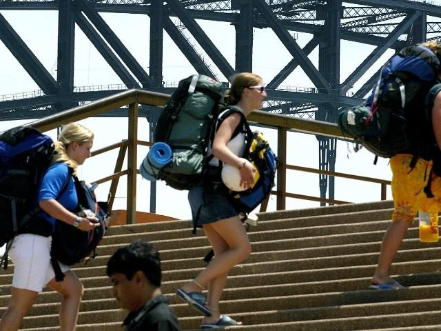 Plus de toit, plus de boulot, plus d'avion : en Australie et Nouvelle-Zélande, la galère des Français en visa vacances-travail