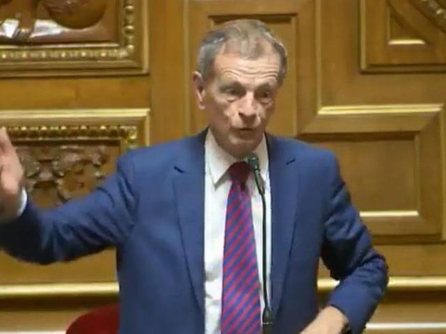 France : le sénateur qui a comparé les musulmanes à des sorcières ne sera pas sanctionné