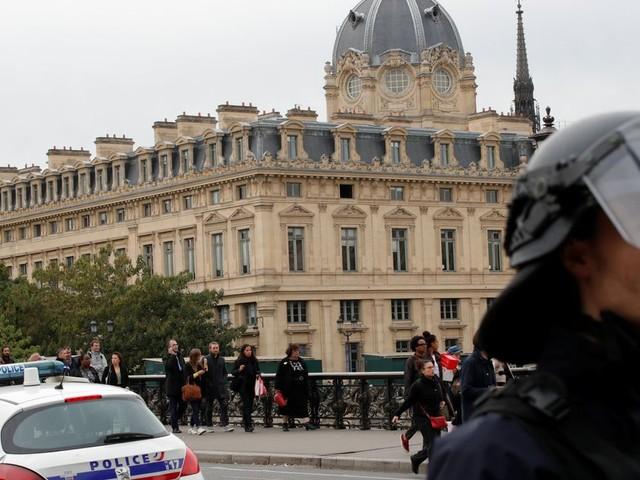 Attaque à préfecture de Paris: l'assaillant avait entendu des voix et eu des visions