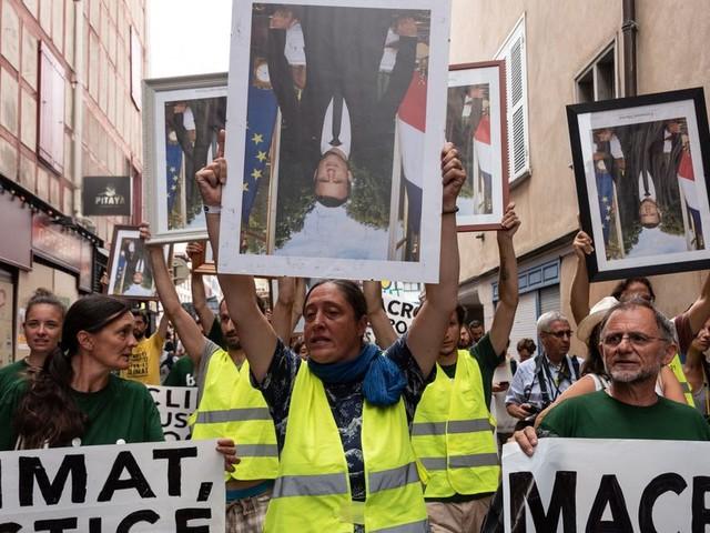 Des décrocheurs de portraits de Macron finalement condamnés en appel