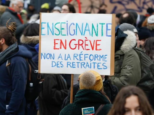 """Grève contre la réforme des retraites : """"le mouvement pourrait durer jusqu'à Noël"""", estime une syndicaliste enseignante"""