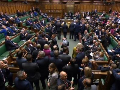 Les députés britanniques plebiscitent la tenue de législatives anticipées le 12 décembre