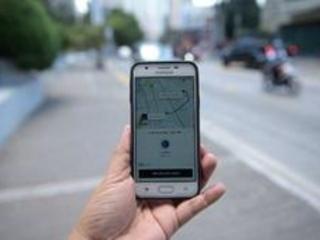 Uber, en pleine tourmente, réduit sa perte, le chiffre d'affaires bondit