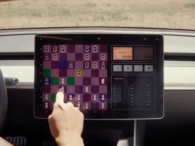 Tesla intègre un jeu d'échecs à ses voitures électriques
