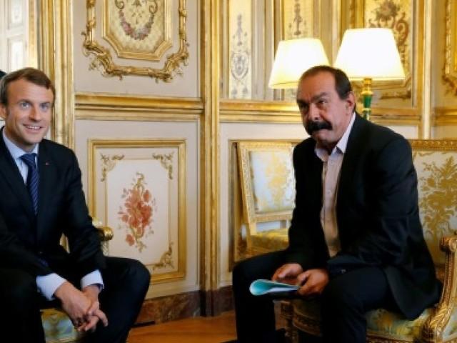 """Martinez: Macron """"devrait regarder par la fenêtre de son palais pour voir la vraie vie"""""""