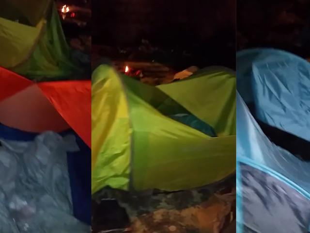 Des tentes de migrants lacérées lors de la dispersion d'un campement à Paris