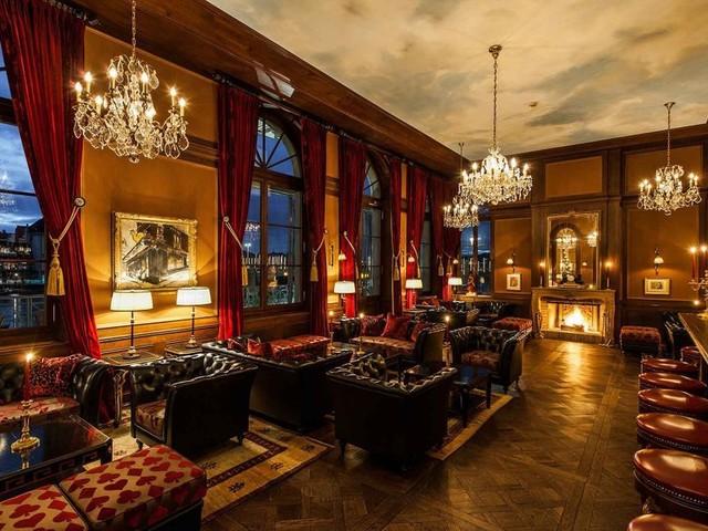 Sous la loupe de Paris Match: le Grand Hôtel Les Trois Rois à Bâle
