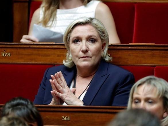 Pour Marine Le Pen, le gouvernement laisse faire les casseurs afin de «salir» les Gilets jaunes