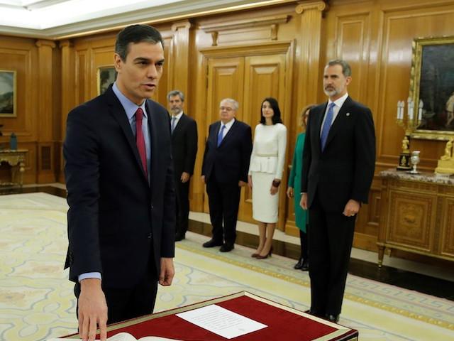 De l'alliance avec la gauche radicale à l'essor de la droite dure, les défis de Pedro Sanchez en Espagne