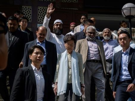 Hong Kong: la cheffe de l'exécutif constate les dégâts causés à la mosquée