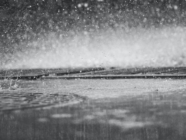 Intempéries : 4 départements en vigilance orange, attention aux fortes pluies des Cévennes aux Alpes