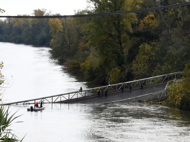 """Les infos de 18h - Pont effondré : """"Respectez notre deuil"""", demande la famille de la victime"""