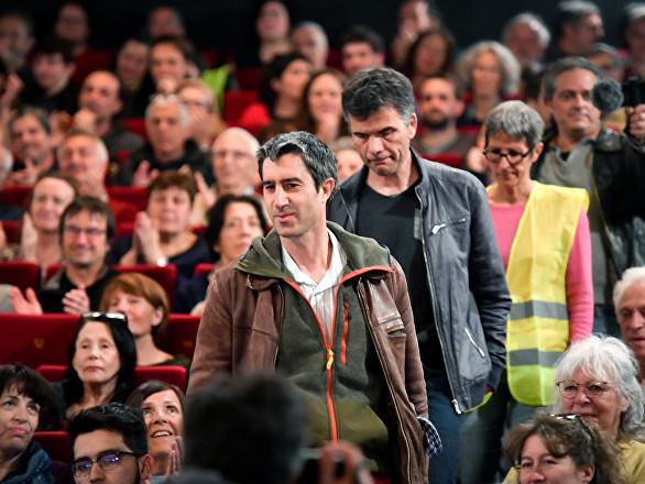 Le député LFI Ruffin présente son film sur les Gilets jaunes aux Champs-Élysées