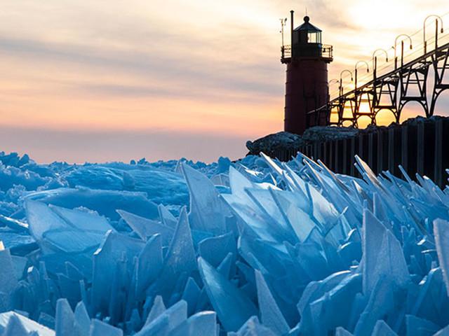 [Zone 42] États-Unis : ces photos du lac Michigan après le passage du vortex polaire sont magiques