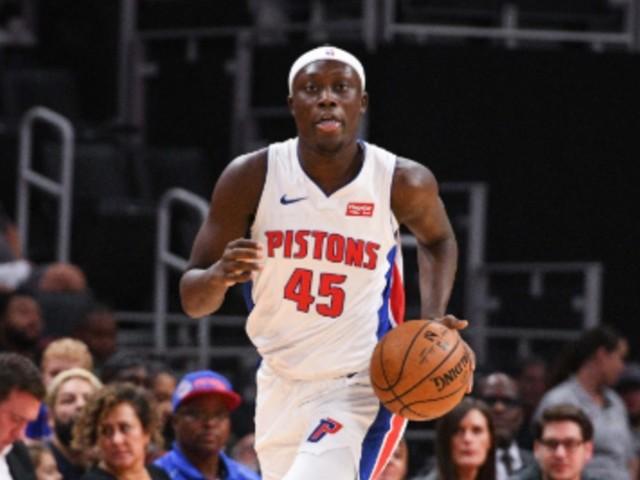Doumbouya, 18 ans, a fait ses débuts en NBA