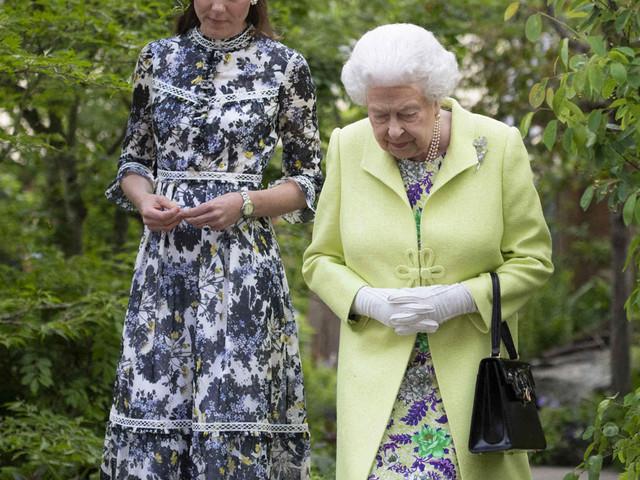 En pleine crise royale, Kate Middleton plus proche que jamais de la reine d'Angleterre