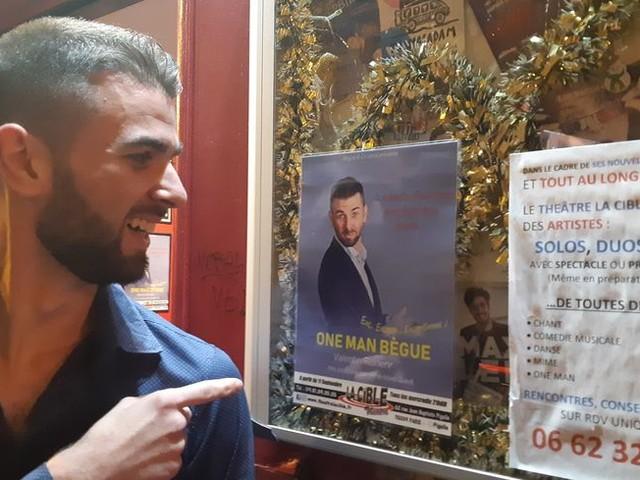 """Valentin, l'humoriste de La France a un incroyable talent, sur scène à Paris avec """"One man bègue"""""""