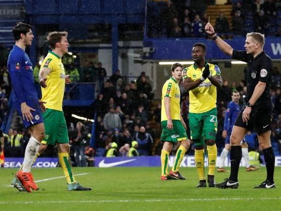 Foot - Cup - Réduit à neuf, Chelsea frôle l'élimination contre Norwich (D2) au troisième tour de la Cup