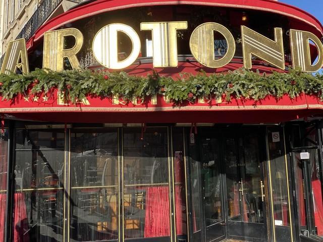 VIDEO - Incendie du célèbre restaurant parisien La Rotonde : des traces de produit inflammable retrouvées sur les lieux