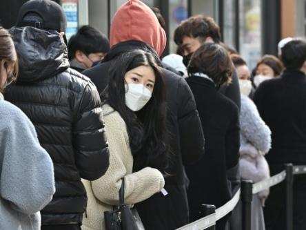 Coronavirus: l'épidémie se propage, mesures drastiques en Arabie, au Japon et en Europe
