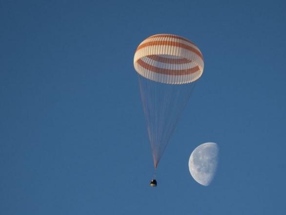Problème de parachute lors du test d'éjection de la capsule spatiale de Boeing - photos
