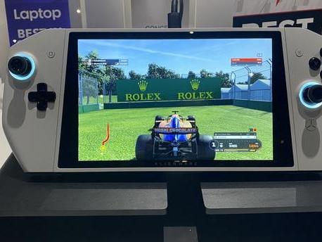 EN DIRECT - Salon de l'électronique de Las Vegas : Concept UFO, le PC gaming de poche qui veut rivaliser avec la Nintendo Switch