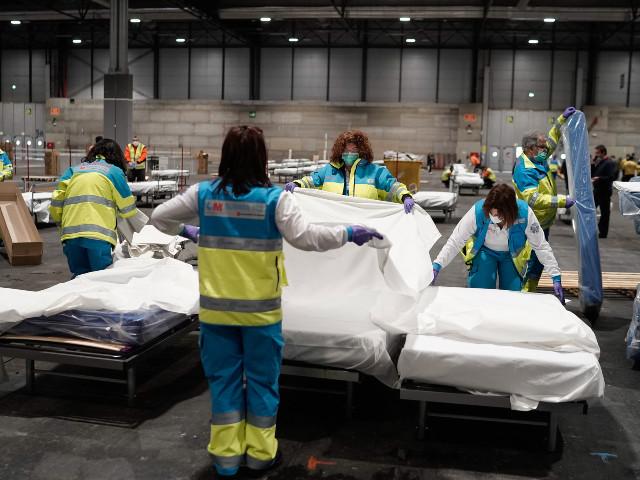 """""""C'est une usine sanitaire"""" : en Espagne, la construction d'un """"hôpital à la Wuhan"""""""