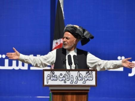 Afghanistan: deux investitures présidentielles et un avenir en suspens