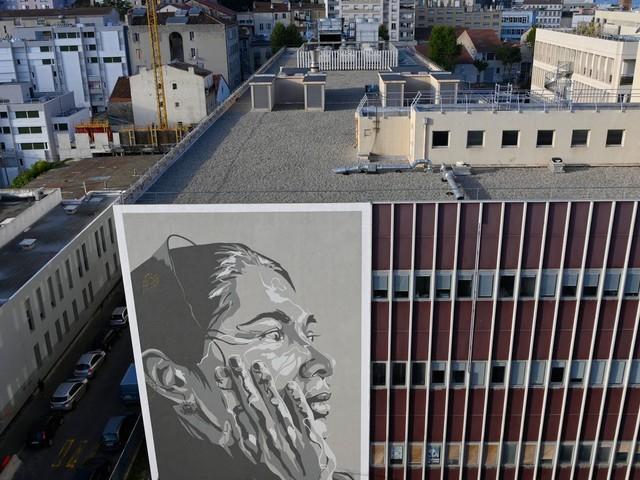 A Marseille, le street-artist Mahn Kloix rend hommage à la résistance ouïghoure avec un portrait géant