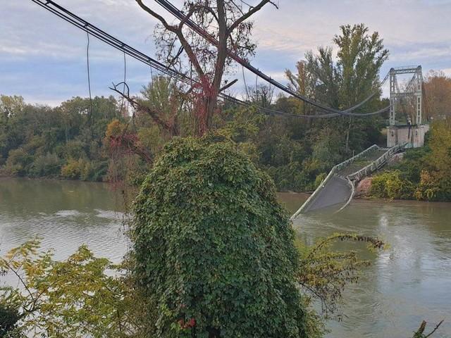 """EN DIRECT - Pont effondré à Mirepoix-sur-Tarn : au moins un mort et """"probablement plusieurs disparus"""""""