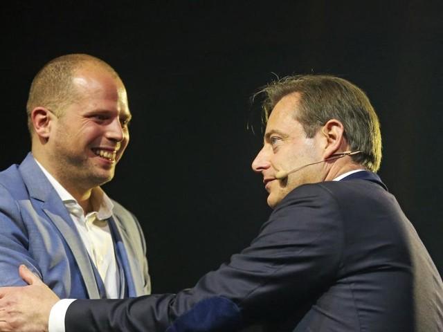 «Razzias» pour «Air Francken»: Bart De Wever se dit «fier du travail mené avec Theo Francken»
