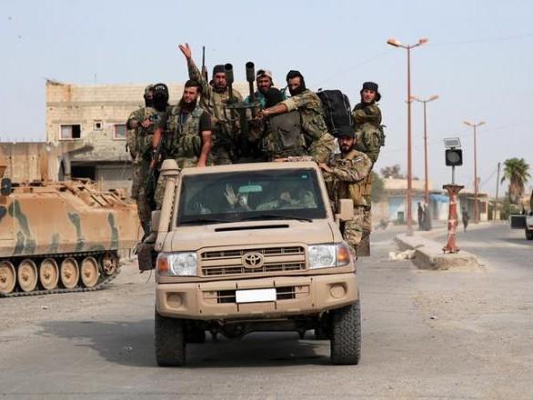 Face à l'armée turque, les Kurdes signent un «pacte avec le diable»