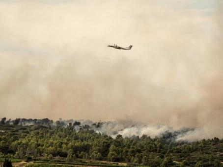 L'incendie dans l'Aude maîtrisé mais maintien d'un important dispositif de surveillance