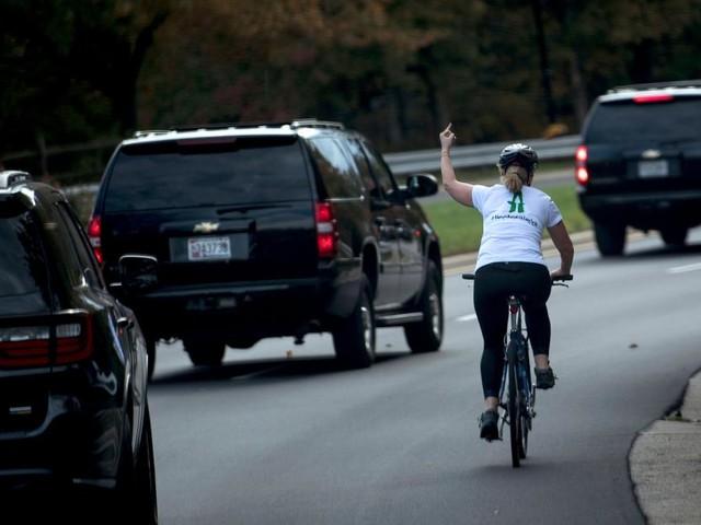 La cycliste qui avait fait un doigt d'honneur à Trump se lance dans la politique