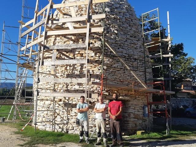 PHOTOS - La plus haute borie du monde vient d'être terminée à Gargas : Un monument à la gloire de la pierre sèche !