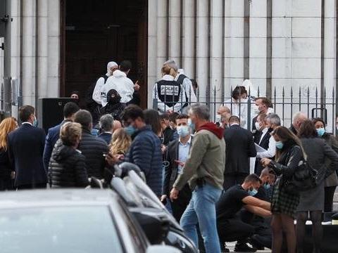 Attentat à Nice: Un étudiant présenté à la justice pour la diffusion d'une photo d'une victime