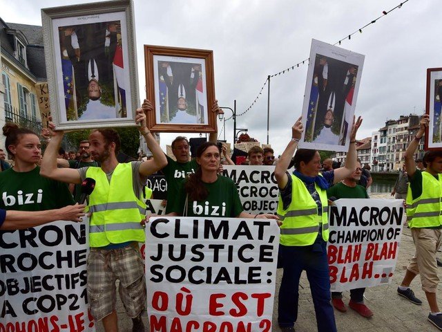 Bayonne : les militants anti-G7 interpellent Emmanuel Macron
