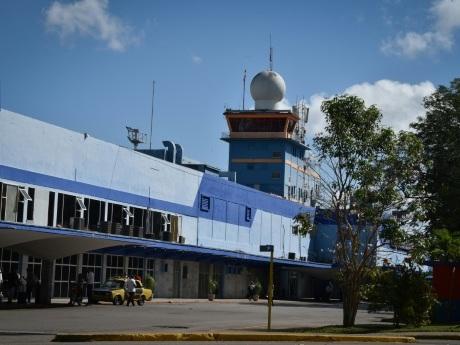 Cuba: les Etats-Unis ciblent encore le secteur du tourisme avec des restrictions aériennes