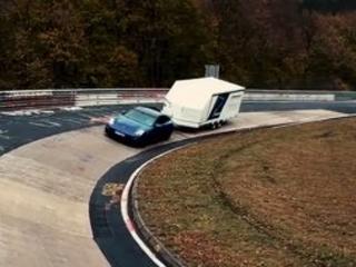 Nürburgring : record pour une Panamera Sport Turismo tractant une remorque !