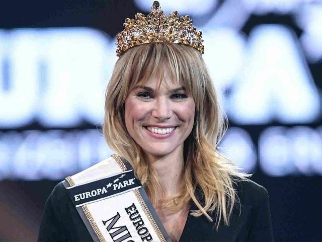 Miss Germany 2020 : À 35 ans, cette mère de famille remporte le concours de beauté !