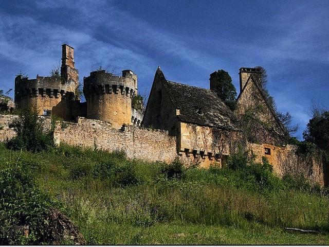 «Adopte un château» et ses contributeurs échouent à acheter le château de Paluel