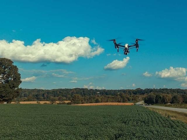 Des drones Amazon pour charger les voitures électriques n'importe où