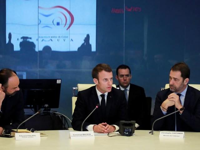 «Gilets jaunes»: Emmanuel Macron obligé de réagir après les violences de samedi