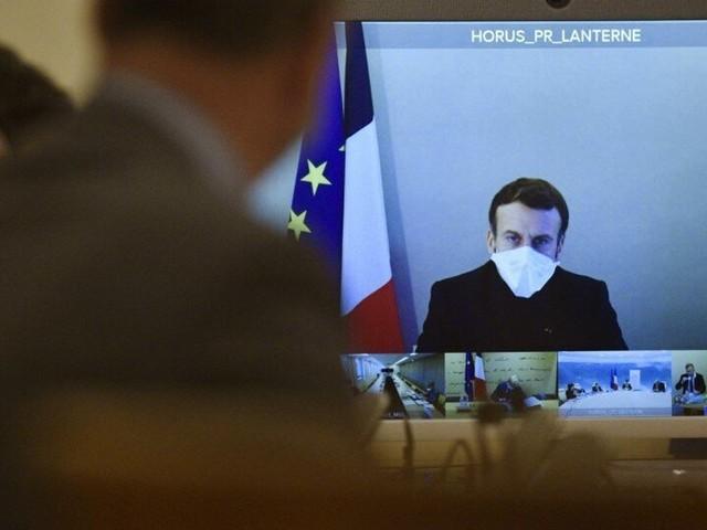 Macron se donne 8 à 10 jours avant de changer (ou pas) la mesure sur le couvre feu