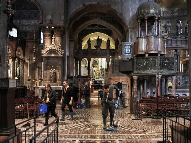 """Venise abasourdie après une """"aqua alta"""" historique"""