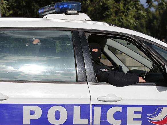 Besançon: il traîne son ex-femme sur le capot de sa voiture, avec sa fille à bord